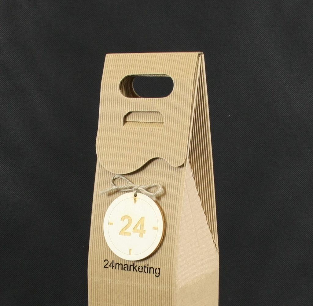 pudełko na wino zawieszka logo