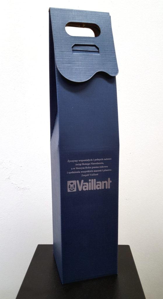 pudełko niebieskie na alkohol z logo