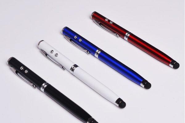 Stylus Pen 4 w 1 - rysik, pióro kulkowe, latarka, wskaźnik laserowy