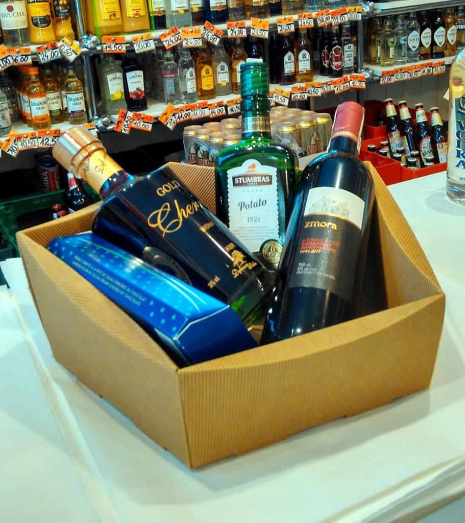 kosz prezentowy z alkoholem